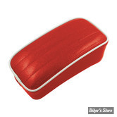 SELLE SOLO UNIVERSELLE - LARGEUR 230MM - LE PERA - SOLO - METALFLAKE - ROUGE / CANDY RED PLEATED - BIAIS BLANC : POUF